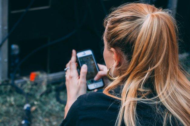 Poglej, kaj se zgodi tvojemu telesu, če cel dan buljiš v svoj telefon! (foto: Unsplash.com/Hitesh Choudhary)
