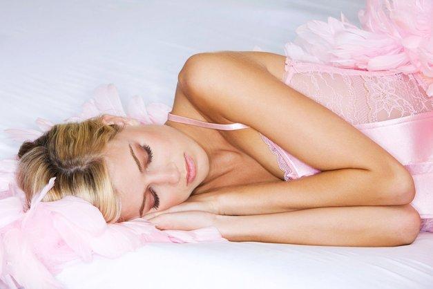 Razkrivamo: TO se dogaja s tvojim telesom, če spiš na LEVEM boku! (foto: Profimedia)