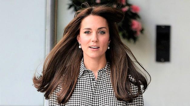 Kate Middleton se je s porodniške vrnila z novo pričesko in novim modnim slogom (foto: Profimedia)