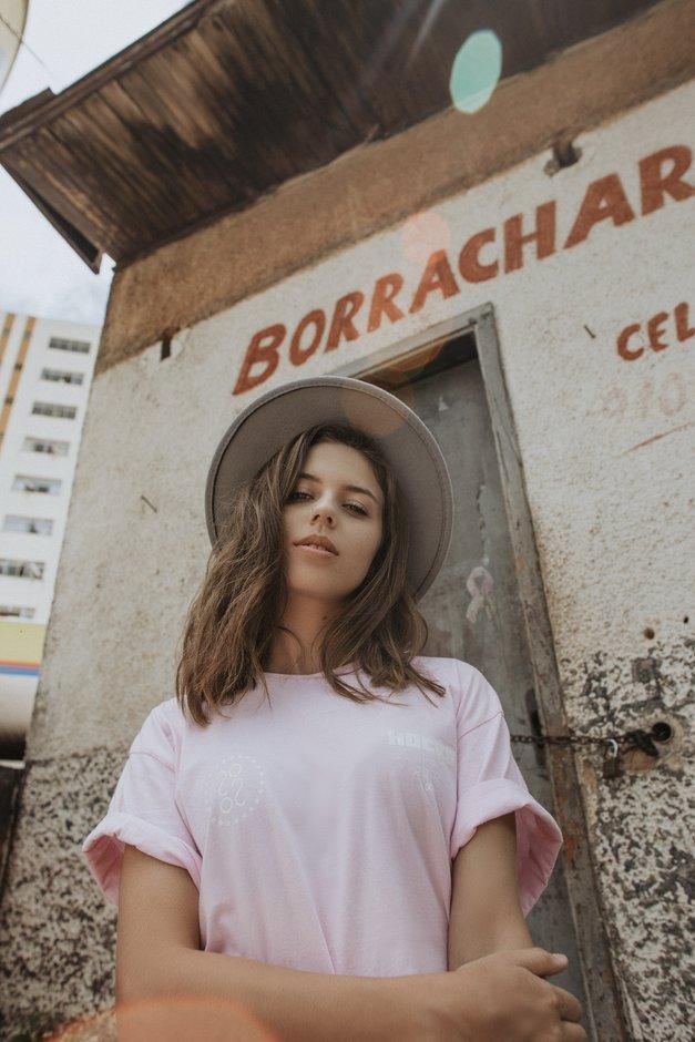 Majice so vroča stvar tudi pozimi (foto: Unsplash.com/João Silas)