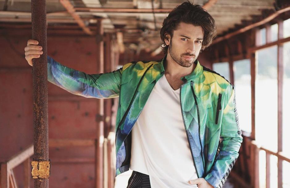 OMG! SEKSI ni le glavni igralecnove turške nadaljevanke, ampak tudi njegov ... (foto: Instagram.com/Alp Navruz)