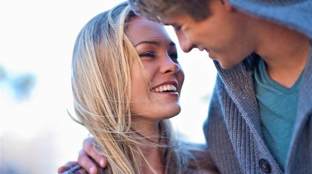 Ženske s TEMI lastnostmi prej najdejo ljubezen svojega življenja (kot tiste, ki jih nimajo)