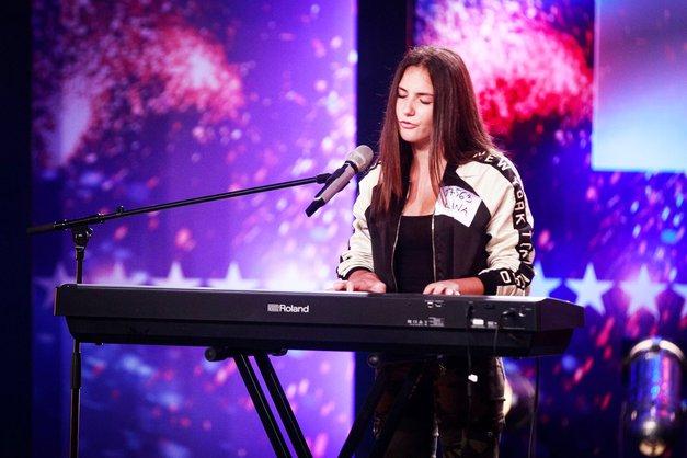 O, ne! Nastop mlade Liane je na včerajšnjih talentih razdvojil Slovenijo. Preveri, zakaj (foto: POP TV)