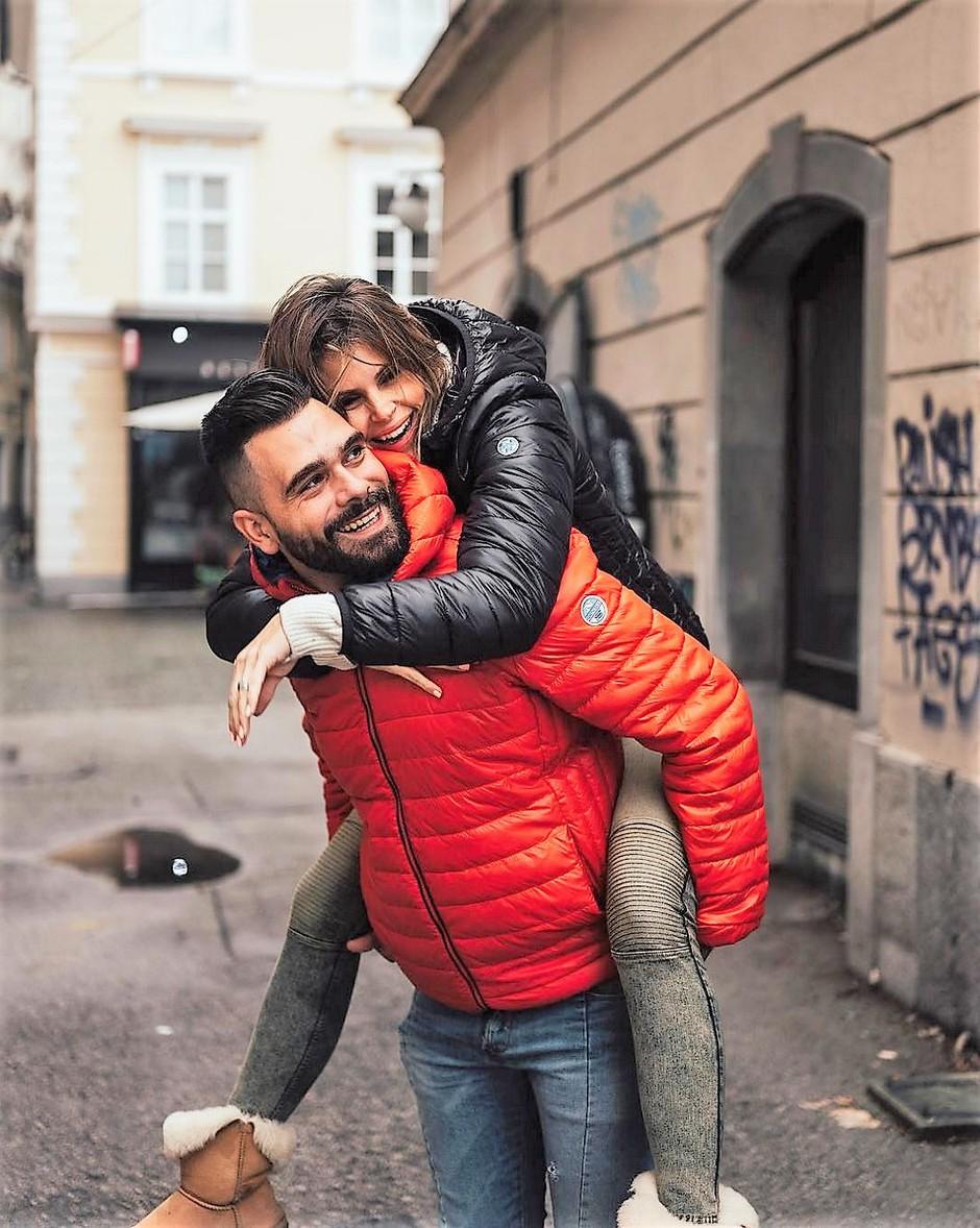 Poglej, kako sta Jani (Cool Fotr) in Teja (Cool Mamacitaa) razkrila, da se naslednje leto poročita! (foto: Jana Šnuderl)