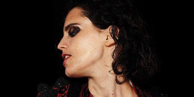 V Ljubljano prihaja strastna pevka in kitaristka Anna Calvi (foto: Kino Šiška)