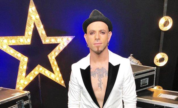inoT (Slovenija ima talent) jevčeraj razkril ganljiv razlog, zakaj se je odločil nastopiti v šovu (foto: Facebook/slovenijaimatalent)