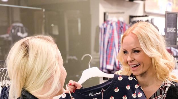 Pevka in TV-voditeljica Špela Grošelj ter avtorica in TV-voditeljica Ana Žontar Kristanc sta si izmenjali nekaj stilskih nasvetov.