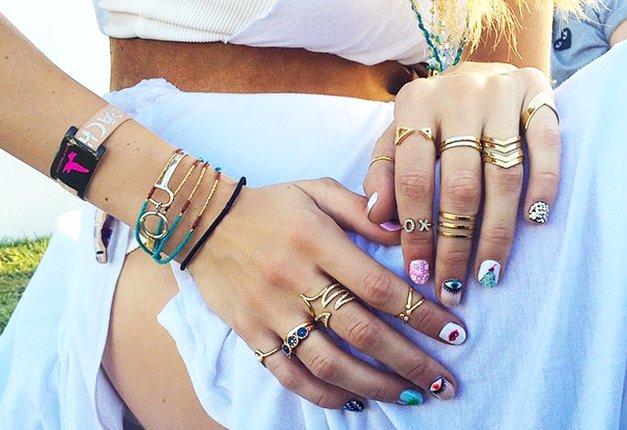 7 pravil, ki jim pri kombiniranju PRSTANOV sledijo modne vplivnice (foto: Profimedia)