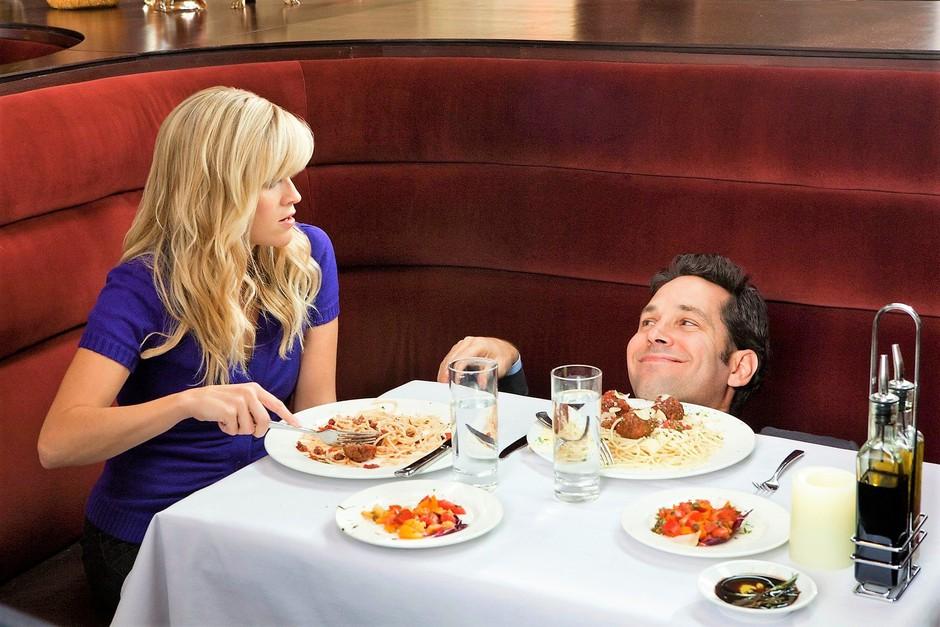 Kako se izogniti neprijetni tišini na prvem zmenku? Postavi mu TO vprašanje! (foto: Profimedia)