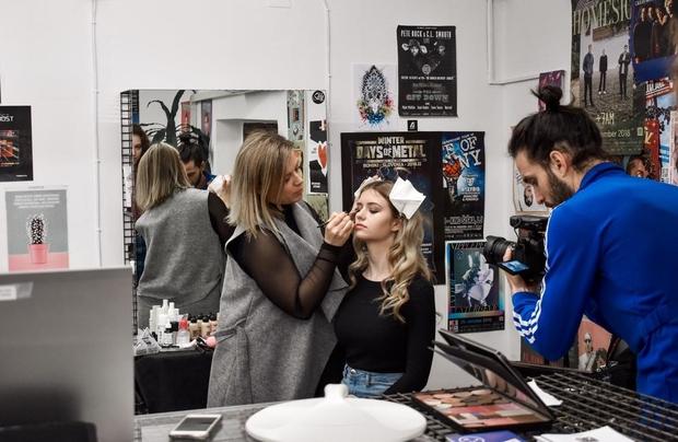 Lepoto je dekletom poudarila vizažistka Sandra Pranjić iz Sfumato make up.