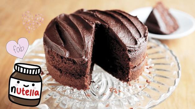 Noro preprost RECEPT: Za to BOŽANSKO Nutellino torto potrebuješ le 2 sestavini
