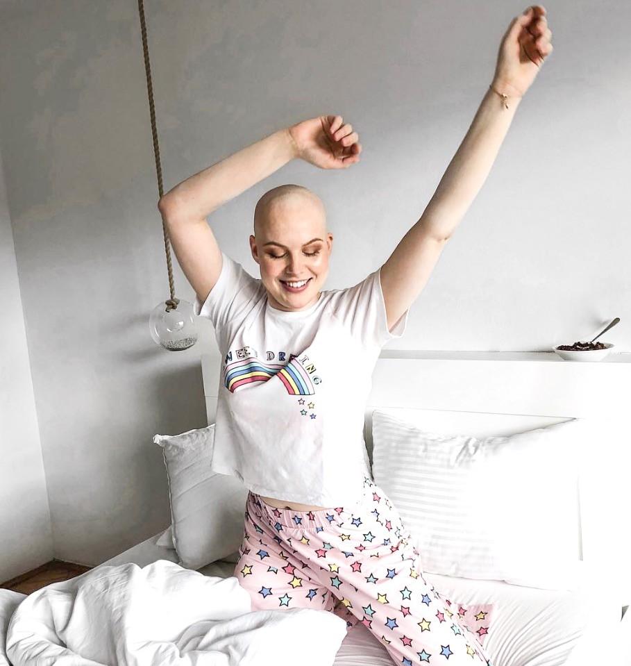"""""""Z nasmeškom premagujem stranske učinke kemoterapije"""" (zgodba mlade Slovenke, ki je zbolela z rakom) (foto: https://www.instagram.com/asajovic/)"""