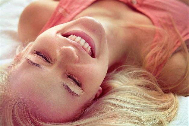 """""""Ali resnično potrebujem moškega, da bi bila srečna?"""" (izpoved mladega dekleta) (foto: Profimedia)"""
