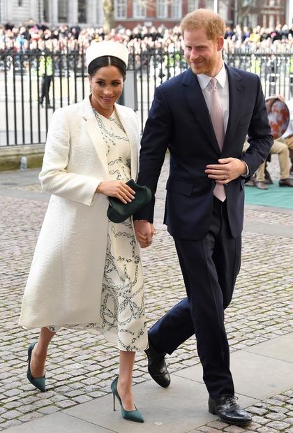 ... njena garderoba je stala VRTOGLAVEGA pol milijona britanskih funtov! Vojvodinja nas je skozi celo nosečnost navduševala s svojim stilom …