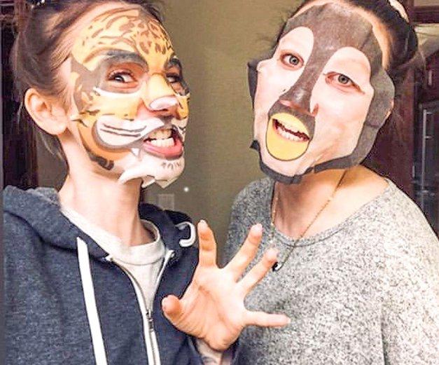 Uporabljaš 'sheet maske'? Potem MORAŠ spoznati žalostno RESNICO, ki se skriva za njimi (foto: Profimedia)