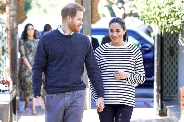 Paparazzi ujeli Meghan Markle in princa Harryja, vse pa je presenetilo, kaj je storila Meghan (foto: Profimedia)