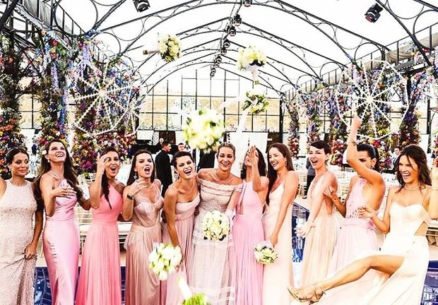 Četudi nisi nevesta, je lahko iskanje popolne obleke za udeležbo na poroki zelo stresno. Prelistaj med oblekami, ki so navdušile …