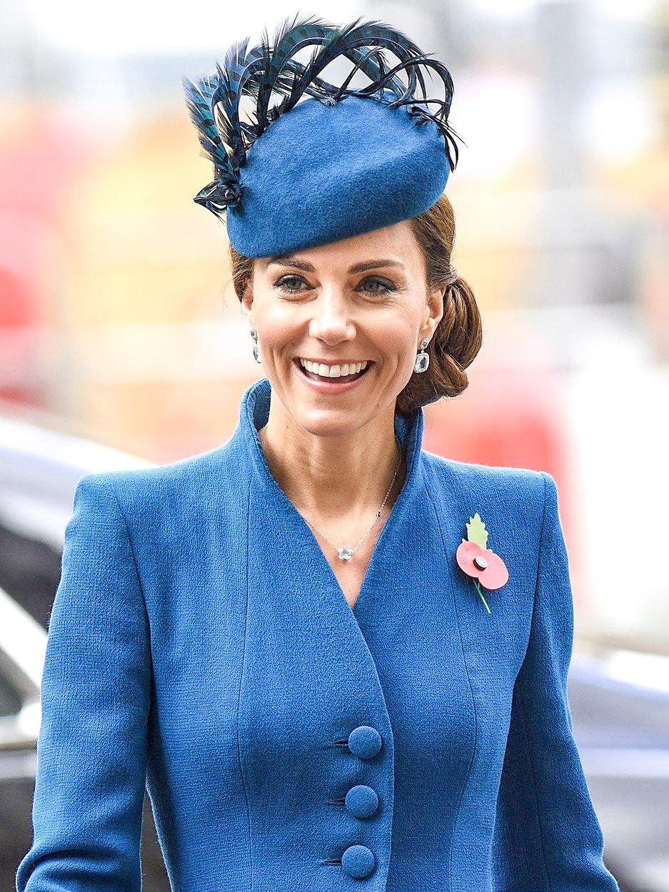 Kate Middleton je v teh dneh popolnoma OSVOJILA kraljico (kraljica ji je podarila nekaj zelo REDKEGA) (foto: Profimedia)