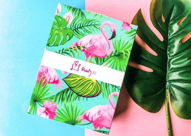 Uuuu! Slovenski Beauty Box meseca junija je za VROČE (poletne dni) (foto: Nina Skok)