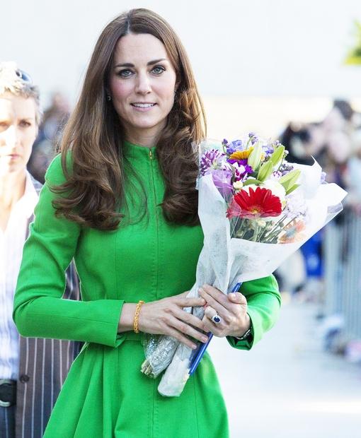 Kate Middleton ponovno navdušuje s svojimi modnimi izbirami, saj nas je ta teden čisto sezula s TO modno kombinacijo 👉