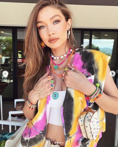 Lepotička Gigi obožuje modne dodatke, predvsem pa nakit, ki ga rada kombinira na vse mogoče načine. A to poletje se …
