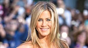 FOTO: Jennifer Aniston pokazala svoje naravne lase! Si vedela, da je KODRASTA?