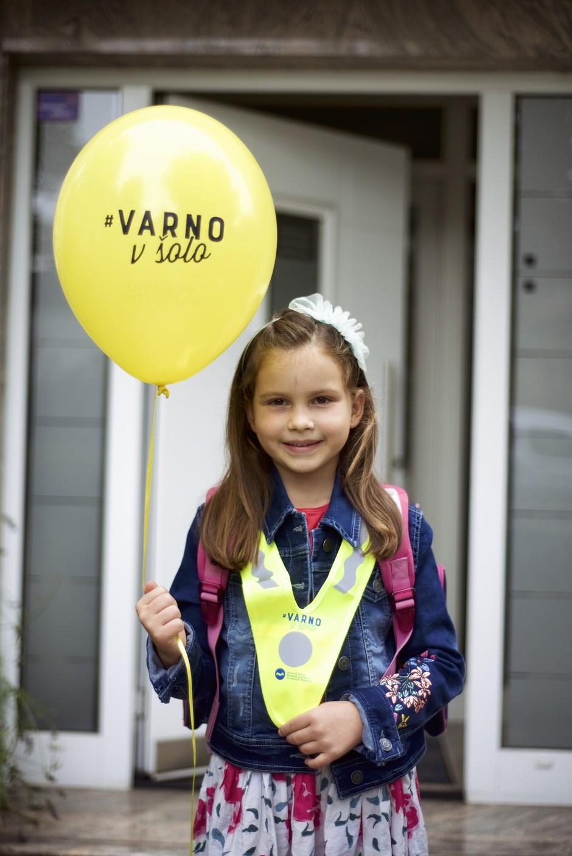 Na prvi šolski dan so Slovenijo preplavili rumeni baloni
