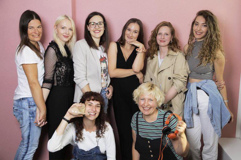 Cosmo Slovenija praznuje 18 let!🧁Spoznaj uredništvo, ki ustvarja tvojo najljubšo revijo😍 (foto: Aleksandra Saša Prelesnik)