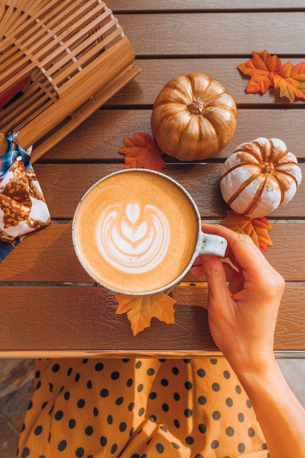 Obožuješbučno kavo (aka pumpkin spice latte)? TAKO jo narediš doma (recept) (foto: Unsplash.com/Heidi Kaden)