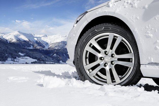 Si že zamenjala pnevmatike na svojem jeklenem konjičku? Od danes naprej so obvezne zimske pnevmatike (foto: promocijski material)