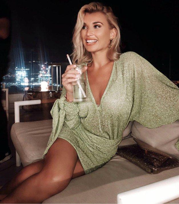 Tole je TOP božično darilo za vse punce, ki OBOŽUJEJO gin (tudi najbolj zahtevne) (foto: Profimedia)