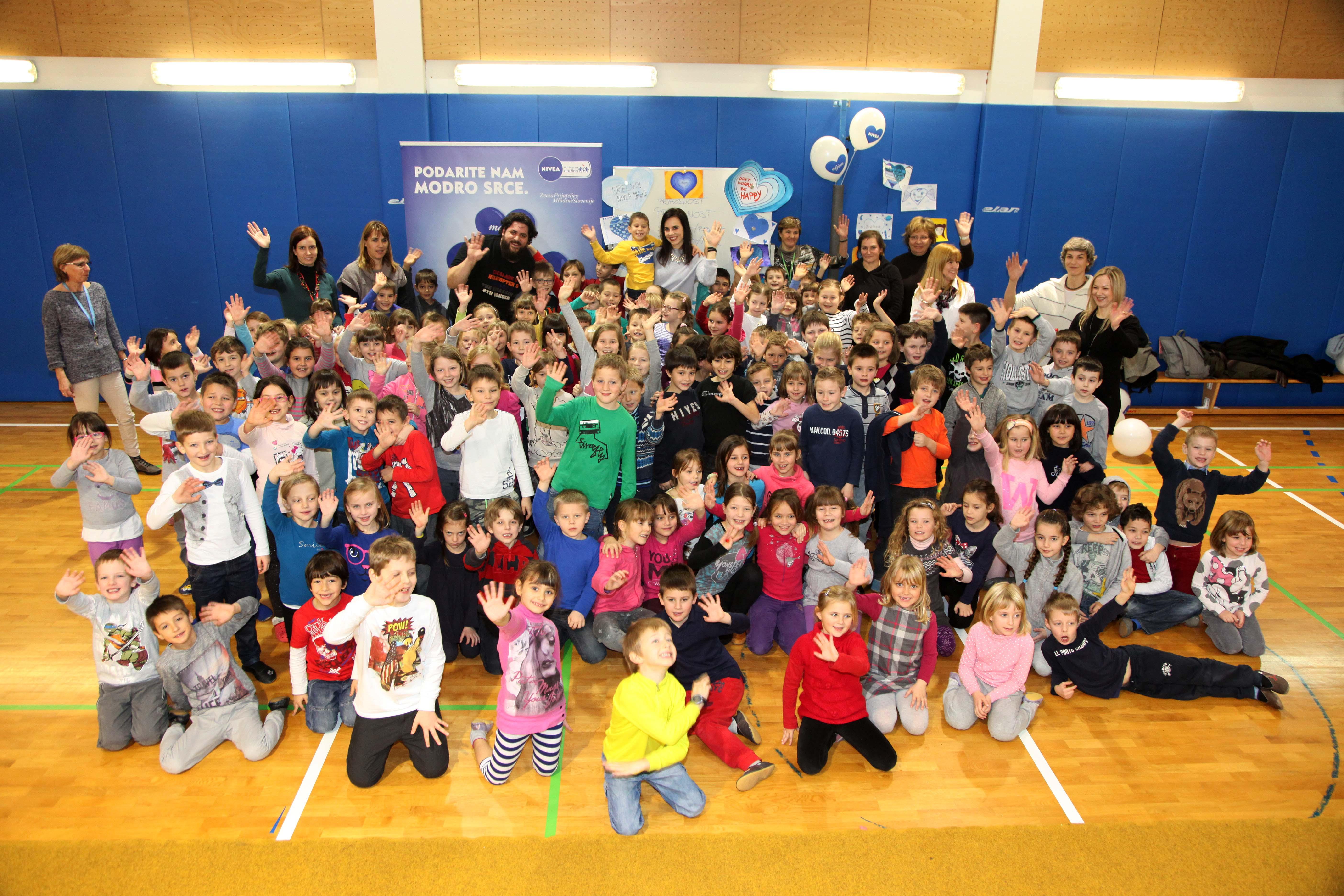 Otroci in ambasadorja akcije